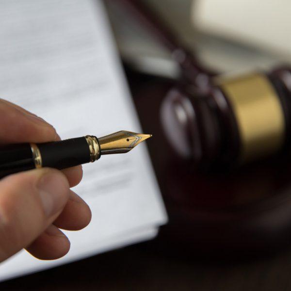 עט של עורך דין